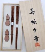 Набор 2 пары, резные- японские палочки (хаси) и подставки (хасиоки), подарочная деревянная коробка - Интернет магазин Японских кухонных туристических ножей Vip Horeca
